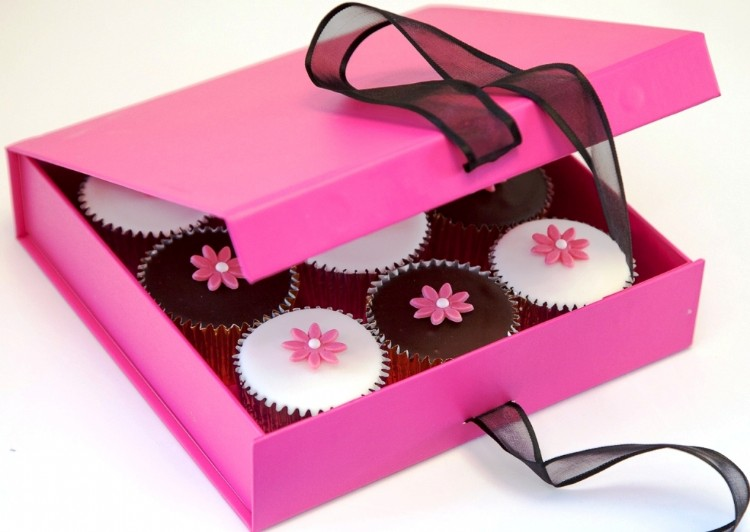 Gift_Boxed_Flower_Cupcakes_cerise (1)