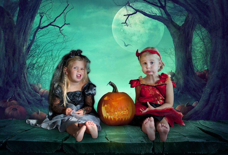 spooky-eva-and-meg