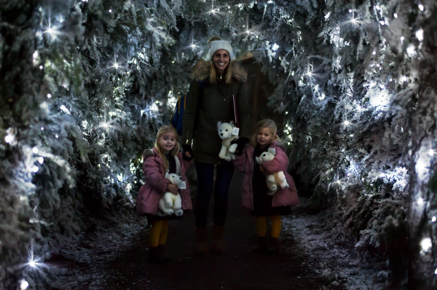laura-and-girls-in-sparkle-light