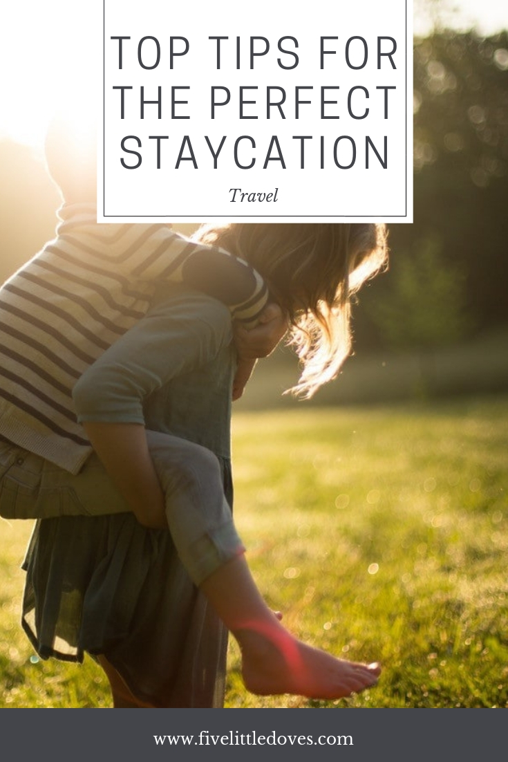 Top Tips For The Perfect Staycation | Having a holiday doesn't have to be about travelling far away. There are lots of holiday locations in the UK that offer fantastic experiences for a fraction fo the cost of going abroad. Take a short weekend break or spend a week by the coast. The post has some tips to make sure it's a holiday to remember www.fivelittledoves.com