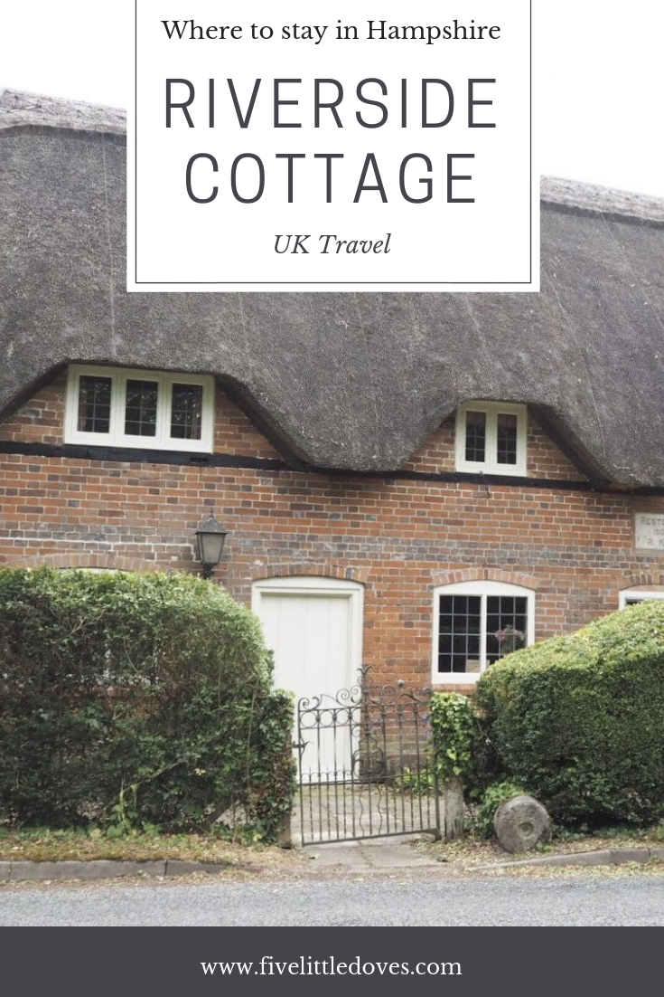 Riverside Cottage | If you are looking for cottages to rent in Hampshire then you should definitely consider Riverside Cottage. Perfect for a group of friends to stay in for a celebration or just for a fun weekend together, or for a large family to have a UK holiday. With a pool and restaurant facilities on site it is somewhere you have to see to believe www.fivelittledoves.com