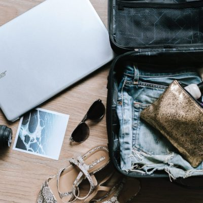 How to Pack Light but Still Look Stylish When Traveling