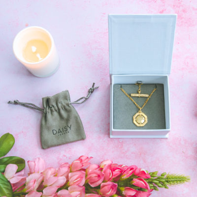 Review & Win: 18ct gold Daisy London T Bar necklace